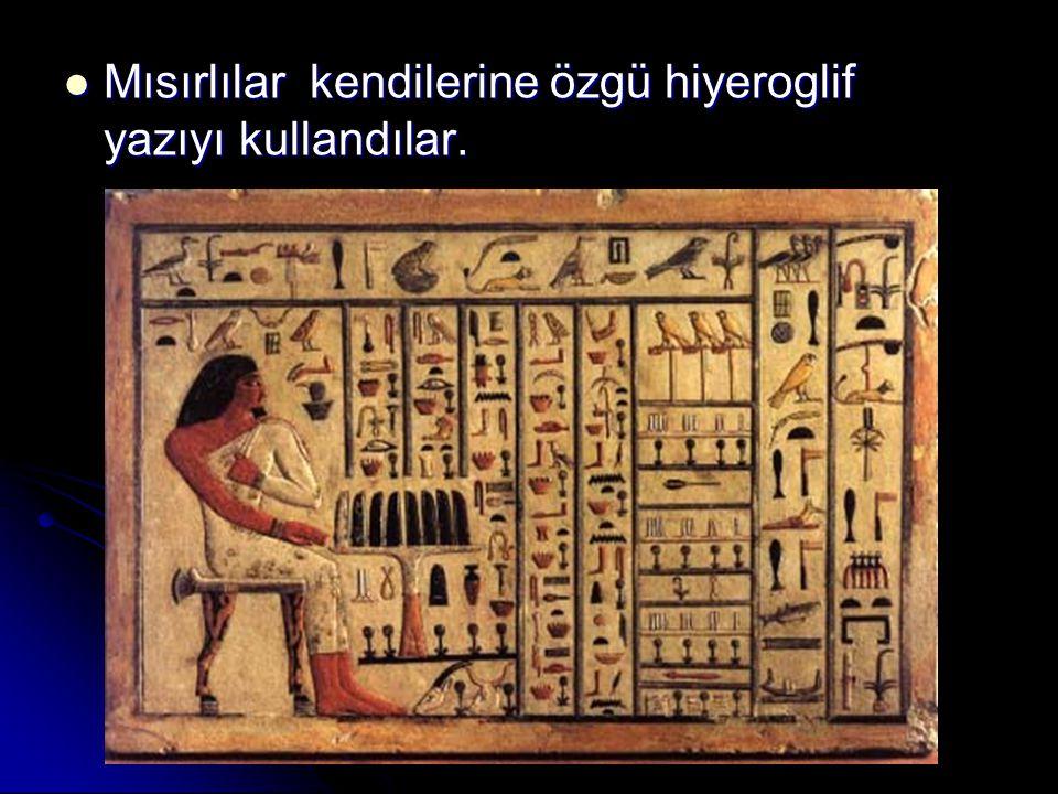 Mısırlılar kendilerine özgü hiyeroglif yazıyı kullandılar.