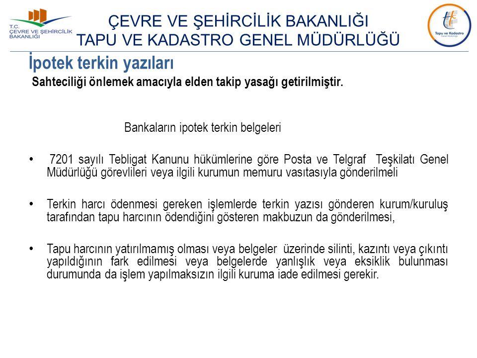 Sahte nüfus cüzdanı örnekleri Ay-yıldızın etrafında bulunan Türkiye Cumhuriyeti halkasının sonunda yer alan TÜRKİYE kelimesinin ' K ' harfinden itibaren kesik olması gerekmektedir.