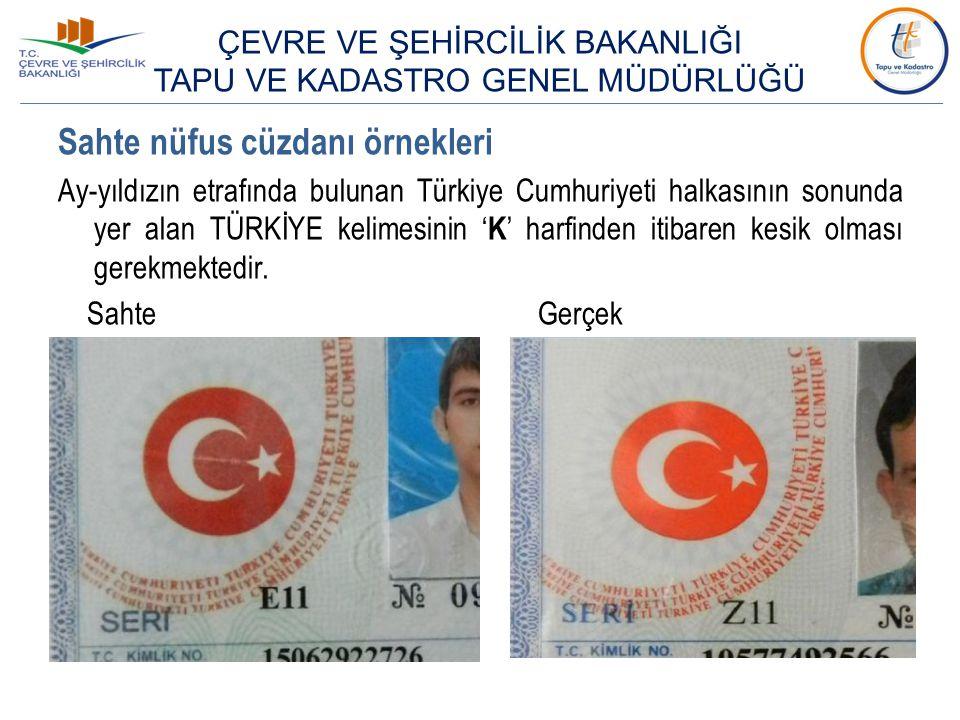Sahte nüfus cüzdanı örnekleri Ay-yıldızın etrafında bulunan Türkiye Cumhuriyeti halkasının sonunda yer alan TÜRKİYE kelimesinin ' K ' harfinden itibar