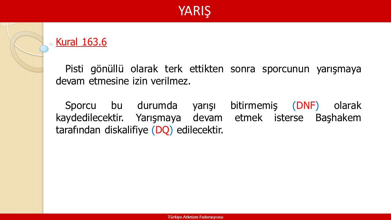 YARIŞ Türkiye Atletizm Federasyonu Kural 163.6 Pisti gönüllü olarak terk ettikten sonra sporcunun yarışmaya devam etmesine izin verilmez. Sporcu bu du