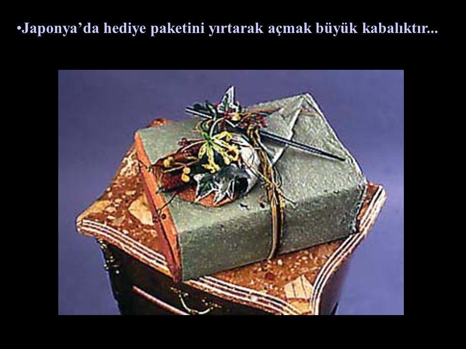 Japonya'da hediye paketini yırtarak açmak büyük kabalıktır...