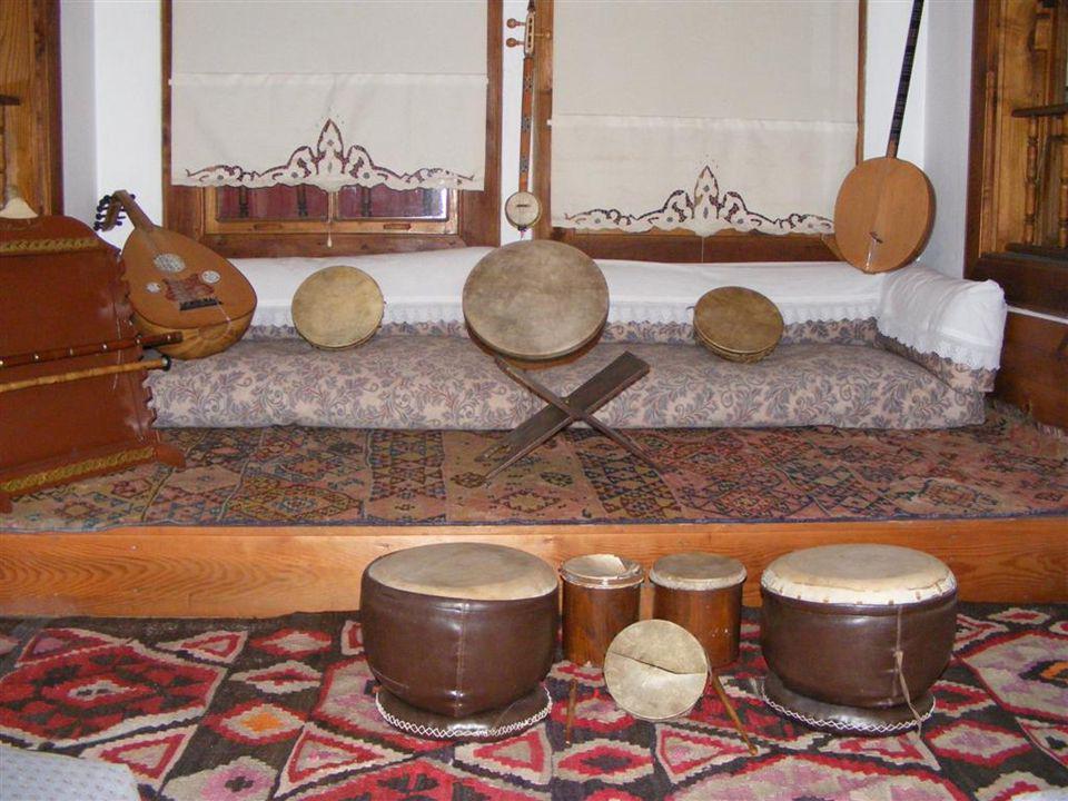 İsmail Dede Efendi Evi'nde etkinliklerin yapıldığı giriş salonu.