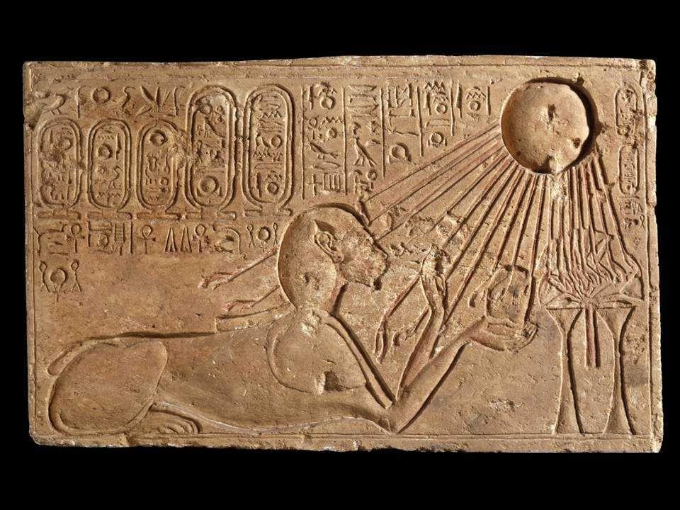 «Aton, uludur, birdir, tektir. O'ndan başkası yoktur. Bir tanedir, O'dur her varlığı yaratan Bir ruhtur Aton, görünmeyen bir ruh... Ta başlangıçta var