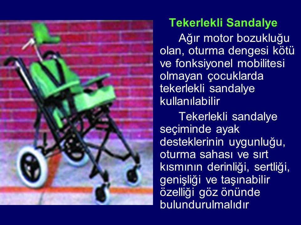 Tekerlekli Sandalye Ağır motor bozukluğu olan, oturma dengesi kötü ve fonksiyonel mobilitesi olmayan çocuklarda tekerlekli sandalye kullanılabilir Tek
