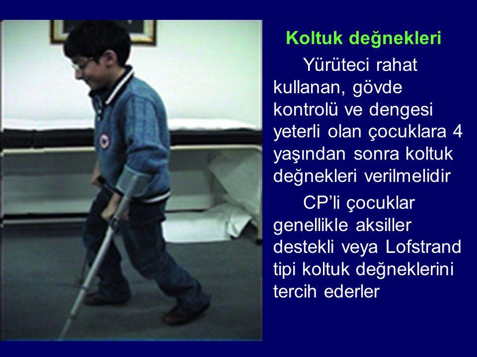 Koltuk değnekleri Yürüteci rahat kullanan, gövde kontrolü ve dengesi yeterli olan çocuklara 4 yaşından sonra koltuk değnekleri verilmelidir CP'li çocu