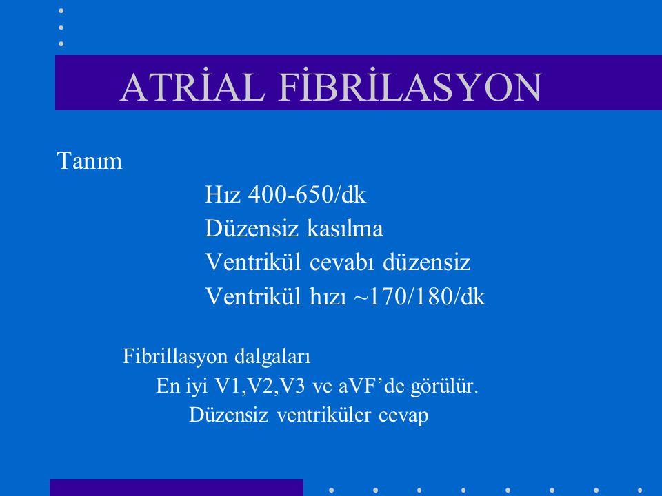 ATRİAL FİBRİLASYON Tanım Hız 400-650/dk Düzensiz kasılma Ventrikül cevabı düzensiz Ventrikül hızı ~170/180/dk Fibrillasyon dalgaları En iyi V1,V2,V3 ve aVF'de görülür.