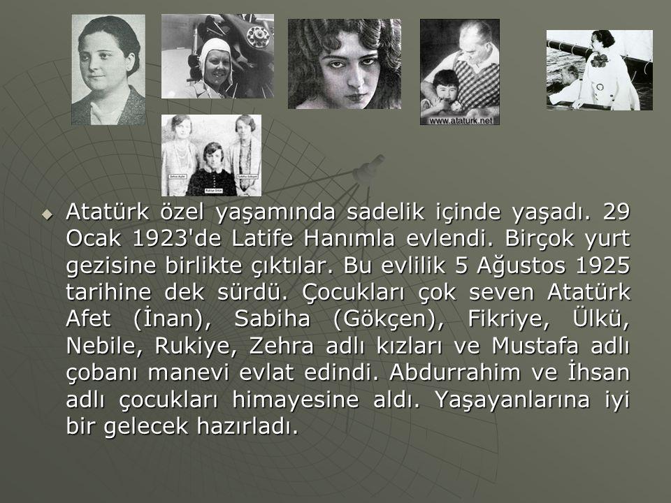  Atatürk özel yaşamında sadelik içinde yaşadı. 29 Ocak 1923'de Latife Hanımla evlendi. Birçok yurt gezisine birlikte çıktılar. Bu evlilik 5 Ağustos 1