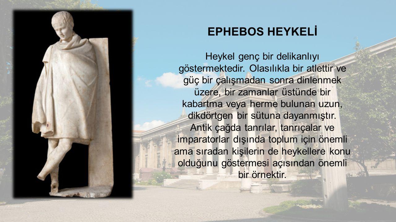 EPHEBOS HEYKELİ Heykel genç bir delikanlıyı göstermektedir. Olasılıkla bir atlettir ve güç bir çalışmadan sonra dinlenmek üzere, bir zamanlar üstünde