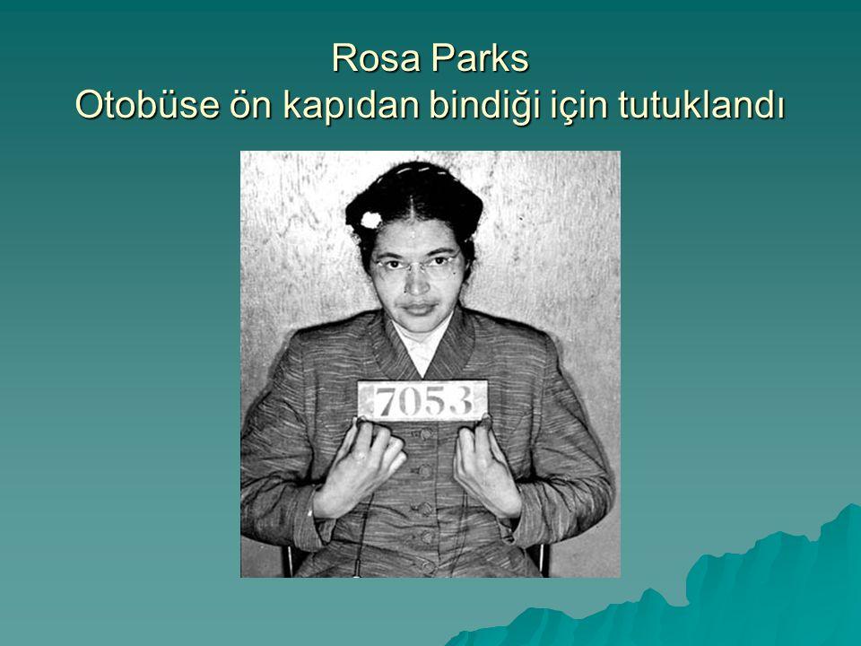 Rosa Parks Otobüse ön kapıdan bindiği için tutuklandı