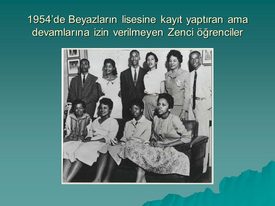 1954'de Beyazların lisesine kayıt yaptıran ama devamlarına izin verilmeyen Zenci öğrenciler