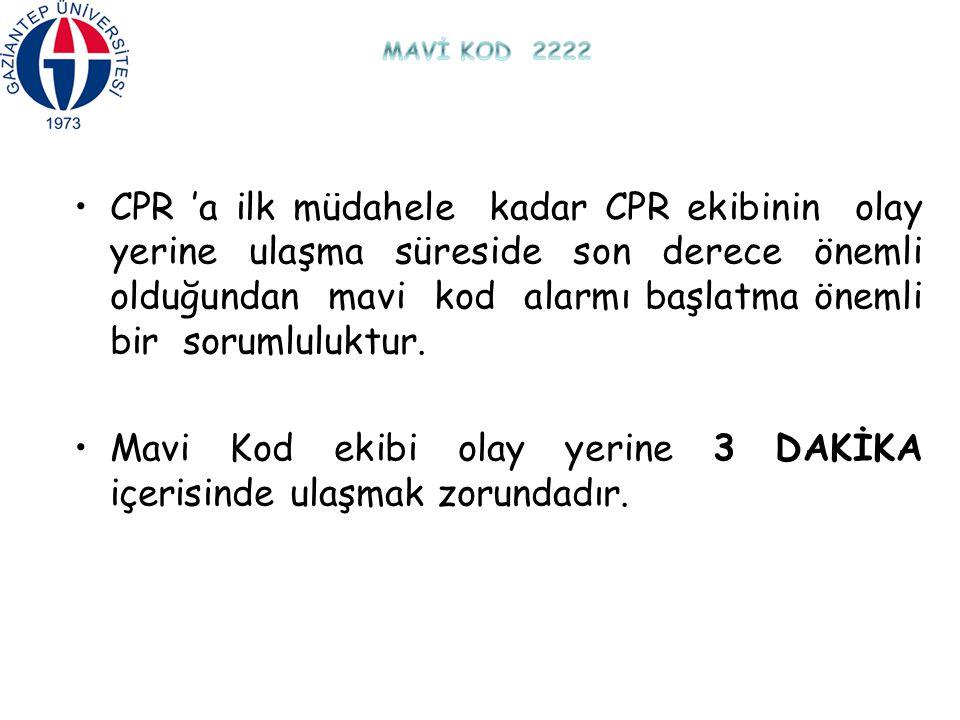 CPR 'a ilk müdahele kadar CPR ekibinin olay yerine ulaşma süreside son derece önemli olduğundan mavi kod alarmı başlatma önemli bir sorumluluktur. Mav