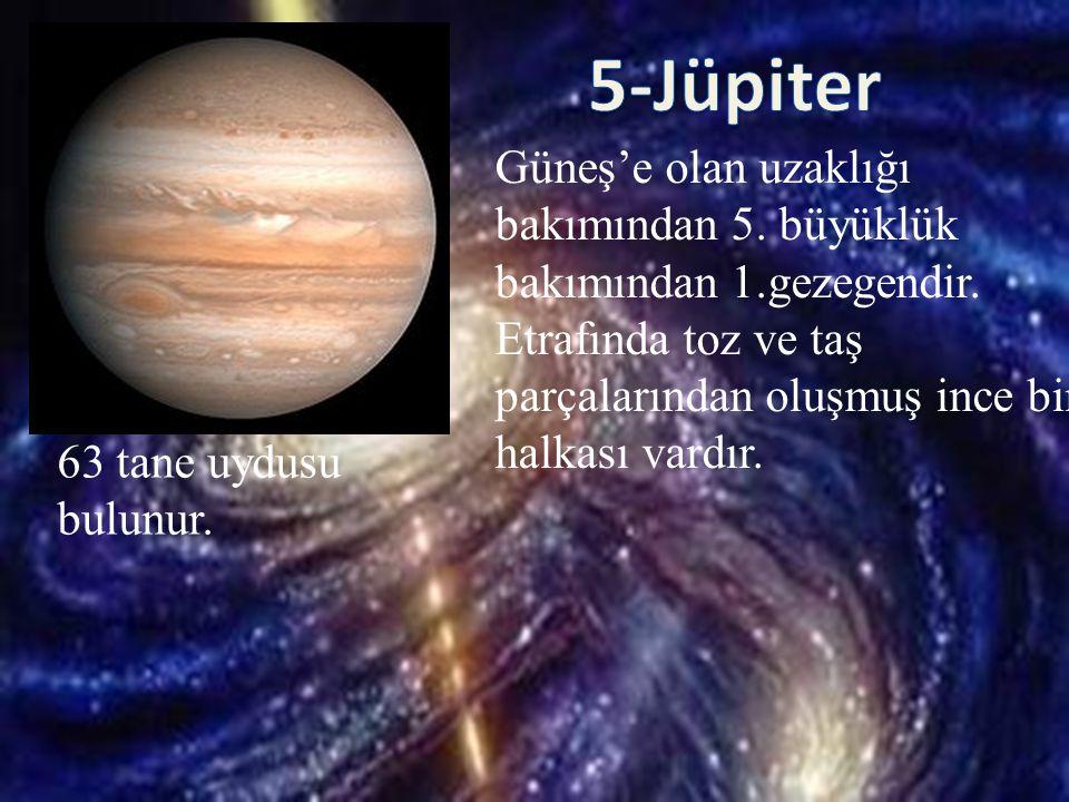 Güneş'e olan uzaklığı bakımından 5. büyüklük bakımından 1.gezegendir. Etrafında toz ve taş parçalarından oluşmuş ince bir halkası vardır. 63 tane uydu
