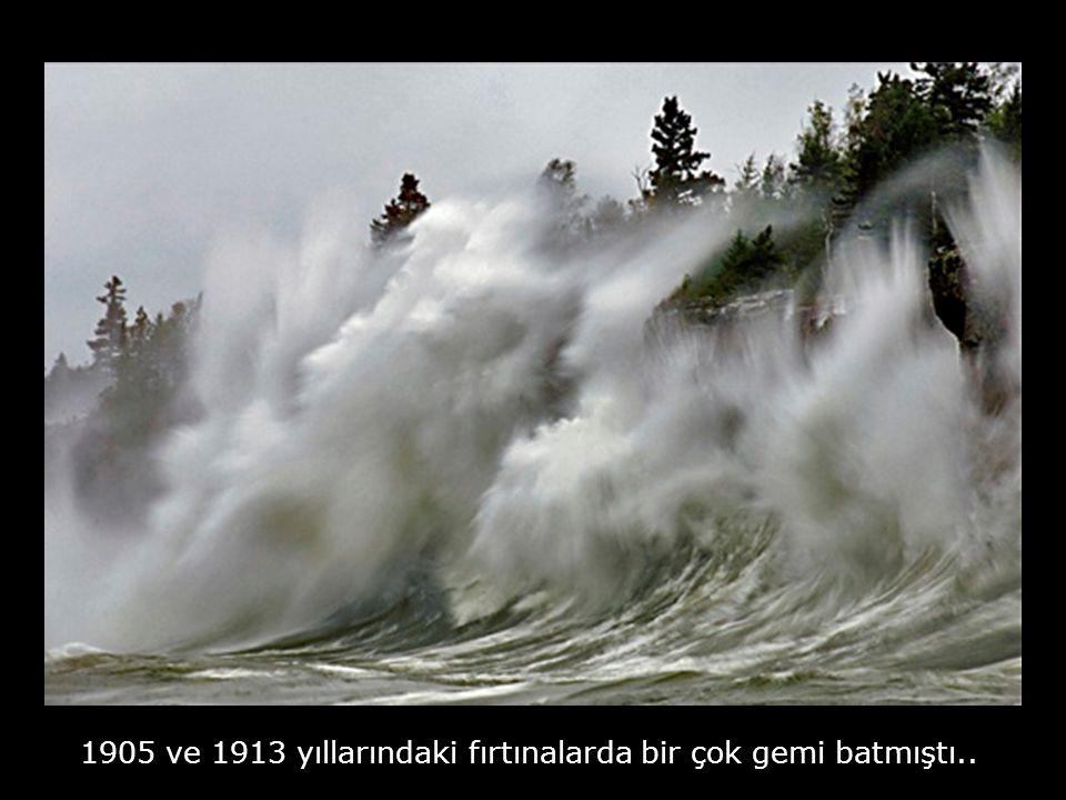 Gölde 9 metre yüksekliğinde dalgaların meydana geldiği biliniyor.