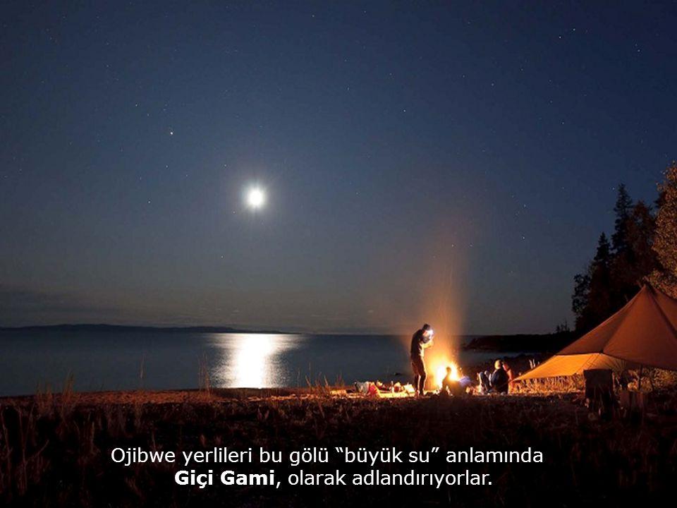 Ojibwe yerlileri bu gölü büyük su anlamında Giçi Gami, olarak adlandırıyorlar.