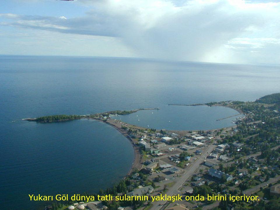 Yukarı Göldeki su miktarı ~12 bin km 3 kadardır.. Gölün ortalama derinliği ~150 metredir.