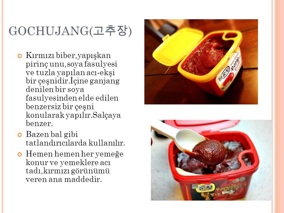 GOCHUJANG( 고추장 ) Kırmızı biber,yapışkan pirinç unu,soya fasulyesi ve tuzla yapılan acı-ekşi bir çeşnidir.İçine ganjang denilen bir soya fasulyesinden elde edilen benzersiz bir çeşni konularak yapılır.Salçaya benzer.