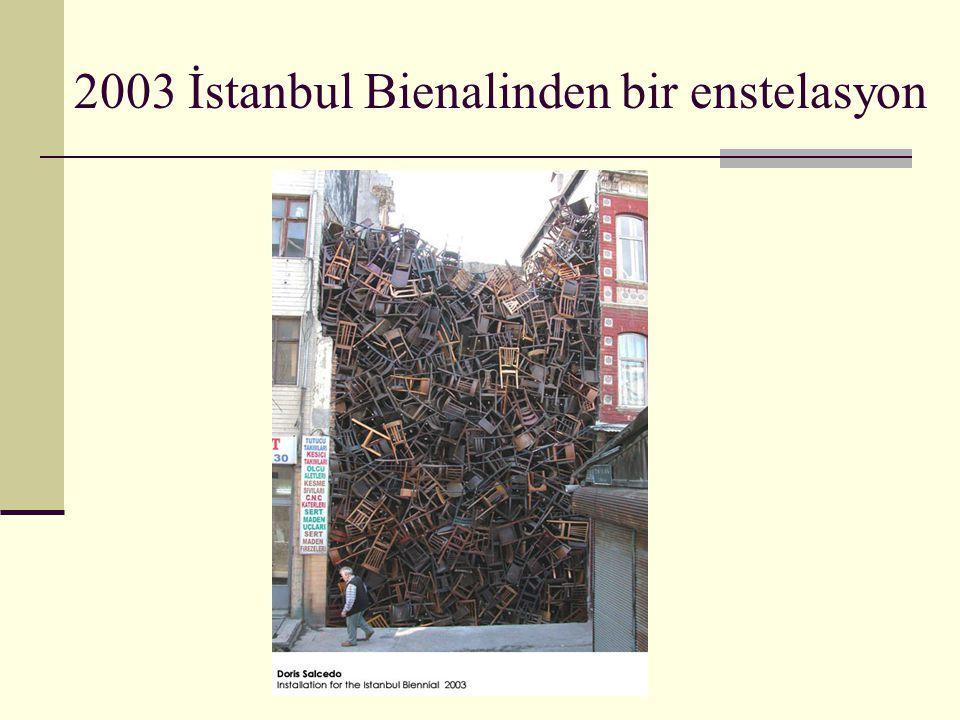 2003 İstanbul Bienalinden bir enstelasyon