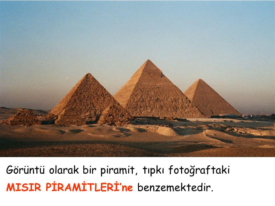 Görüntü olarak bir piramit, tıpkı fotoğraftaki MISIR PİRAMİTLERİ'ne benzemektedir.